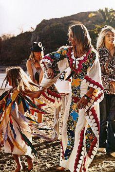 bohemian boho style hippy hippie chic bohème vibe gypsy fashion indie folk look outfit Boho Hippie, Bohemian Summer, Boho Gypsy, Hippie Elegante, Boho Chique, Estilo Hippie Chic, Gypsy Style, Hippie Style, Bohemian Style