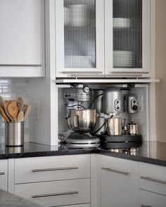 Design and convenience describes my ideal kitchen. Here are my top 5 dream kitchen must have features!