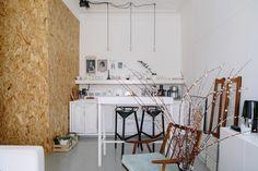 Трёхкомнатная студия сведром вместо раковины вванной Interior Inspiration, Interior Ideas, Kitchen Dining, Dining Rooms, Rustic, Interior Design, Bed, Furniture, Home Decor