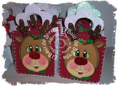 CON SANTA Y RUDOLF Bolsitas elaboradas en foami rojo y blanco asas en foami glitter blanco figuras de Santa y Rudolf en foami...