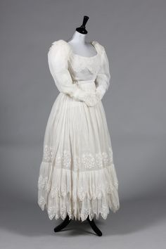 An embroidered muslin summer dress, late with white chain-stitched berthe and cuffs, floral sprigs to the tiered skirt, drawstring fastenings to neck and waist, 550 £ Vintage Outfits, Vintage Gowns, Retro Outfits, Vintage Costumes, Vintage Fashion, Vintage Clothing, Beautiful Costumes, Beautiful Gowns, Historical Costume