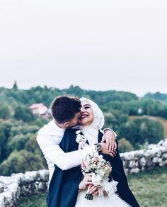 Muslimah Wedding Dress, Muslim Wedding Dresses, Muslim Brides, Wedding Hijab, Muslim Couple Photography, Wedding Photography Poses, Wedding Poses, Wedding Couples, Cute Muslim Couples