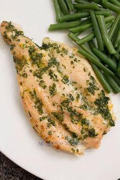 Filete de pollo al horno con perejil y limón - Anda buscando una receta súper sencilla y rápida de preparar para el almuerzo o cena? Entonces esta receta les encantará. No solo por lo que indiqué anteriormente, sino porque realmente el pollo es muy sabroso y es perfecto para combinarlo con cualquier acompañamiento