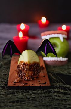 These fang-worthy Caramel Toffee Apple Vampire Bites are the bite sized version of the traditional candied apple. I used a few of my favorite brands to whip these up in a ghostly flash. Thank you @seescandies @tastefullysimple_inc @northgateglzmrk @wilton for making it so easy to make these treats! #Home4Halloween #safeScares