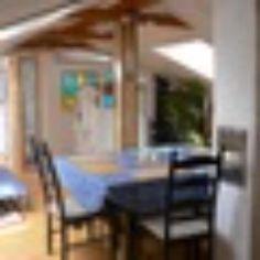 Ferienwohnung in Konstanz am Bodensee. Lieben Sie die Natur und die Nähe zum See? Dann werden Sie sich in dieser liebevoll, neu renovierten, hellen, freundlichen und sehr ruhigen Nichtraucherwohnung in aller bester Hanglage sicherlich sehr wohlfühlen. Die Wohnung bietet genügend Platz – 65 qm – für 4 -6 Personen