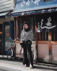 Miss the ambience of Japan ( C ) 🎌 Muslim Fashion, Modest Fashion, Hijab Fashion, Fashion Outfits, Womens Fashion, Casual Hijab Outfit, Ootd Hijab, Hijab Chic, Japan Ootd