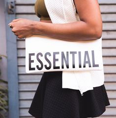 For more informations check http://ift.tt/1RF0yWg 5 essential handbags every woman needs on theeverygirl.com (link in profile) || photo via @riamichelle by theeverygirl_