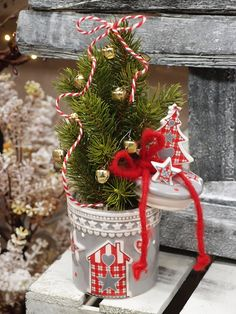 Idee creative per vetrine natalizie online fai da te. Mini albero di ...