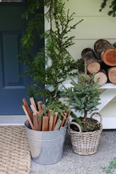 Outdoor Minimal Christmas Decor with Scandinavian touches - karin u living Minimal Christmas, Garden Shop, Christmas Music, Porch Swing, Scandinavian Style, Wicker Baskets, Interior And Exterior, Farmhouse Style, Lifestyle Blog
