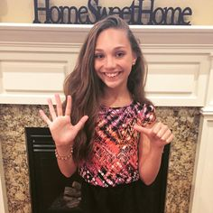 There's 6 days of voting left for @TeenChoiceFox's #ChoiceDancer award! You can vote now at vote.teenchoice.com. Let the countdown begin! #SIX Credit ♥Dancemoms luver♥