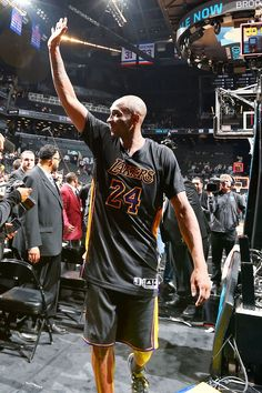 Lakers' Kobe Bryant says, 'I'm not playing anywhere else'