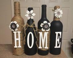 Costumbre hacer estas botellas de vino a cualquier color o diseño que desee. Conjuntos incluyen 4 botellas, cada botella adicional es de 7 dólares. Muchos colores a escoger algunas combinaciones se listan en lovetammyscrafts en Facebook o en contacto conmigo aquí. Si usted está buscando otra combinación o estilo me avisan. Hace gran cumpleaños regalos, regalos de boda o regalos de la ducha. Miramos adelante a la audición de usted. Gracias