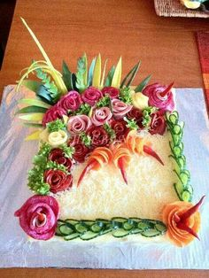 Scandinavian sandwich cake decorated with grated cheese, cucumber slices, salami etc. Meat Platter, Food Platters, Fruit Decorations, Food Decoration, Food Design, Food Garnishes, Garnishing, Fruit And Vegetable Carving, Food Carving