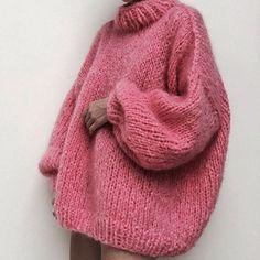 the Bubblegum pink goat.jpg the Bubblegum pink goat. Legging Outfits, Leggings Fashion, Leggings Mode, Handgestrickte Pullover, Knit Fashion, Fashion Tips, Fashion Decor, 80s Fashion, Fashion Trends