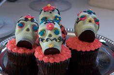 The Sugartarian: Dia de los Muertos Cupcakes And Bread