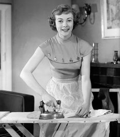 Geraldine was best known for her role as Miss Marple in Agatha Christie [Getty] Housewife Photos, Vintage Housewife, Vintage Laundry, Retro Images, How To Iron Clothes, Domestic Goddess, Good Wife, British Actresses, House Dress