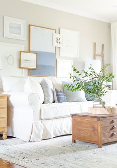 Home Decor Art Simple Navy and White Fall Living Room - A Burst of Beautiful.Home Decor Art Simple Navy and White Fall Living Room - A Burst of Beautiful Simple Living Room Decor, Fall Living Room, Paint Colors For Living Room, Living Room Interior, Living Rooms, Cozy Living, Dorm Rooms, House Rooms, Room Colors