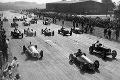 Formula 1 photo: The start of the 1948 British Grand Prix, Silverstone, October 1948 Dirt Track Racing, F1 Racing, Drag Racing, Le Mans, Silverstone F1, Ferrari F12berlinetta, The Great Race, British Grand Prix, Nissan 370z