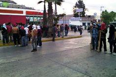 MAS ENFRENTAMIENTOS ENTRE MAESTROS Y FEDERALES EN CHILPANCINGO - http://www.tvacapulco.com/mas-enfrentamientos-entre-maestros-y-federales-en-chilpancingo/