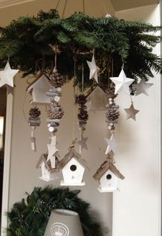 Easy and Simple Christmas Decorations Sumcoco Natural Christmas, Homemade Christmas, Simple Christmas, Christmas Home, Christmas Holidays, Christmas Wreaths, Christmas Ornaments, Christmas Projects, White Christmas