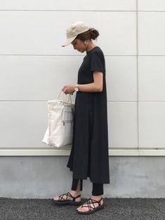 TODAYFULのキャップ「New York CAP」を使ったkayoのコーディネートです。WEARはモデル・俳優・ショップスタッフなどの着こなしをチェックできるファッションコーディネートサイトです。 Japan Fashion, Daily Fashion, One Piece X, Chic Outfits, Fashion Outfits, Womens Fashion, Dress Over Pants, Summer Outfits Women Over 40, Basic Wear