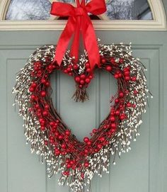 Cool 88 Adorable Wreath Decoration Ideas For Valentine'S Day. More at http://88homedecor.com/2018/01/14/88-adorable-wreath-decoration-ideas-valentines-day/