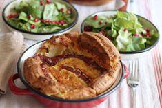Carnaciori in aluat sau Giant Yorkshire Pudding - La PrajiturEla Yorkies, Yorkshire, Mozzarella, Apple Pie, Tacos, Pudding, Ethnic Recipes, Desserts, Salads