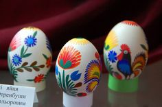 Egg artists from countries such as Poland use intricate paper cuts to decorate eggs. Traditional images – roosters, flowers, leaves – are cut from colored paper and pasted on the eggs. This egg-decorating technique is called wycinanki.