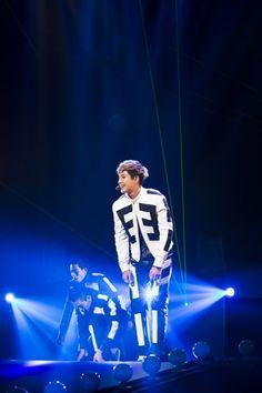 nice Kim Hyun Joong WORLD TOUR 夢幻 (몽환) IN Osaka, JAPAN (5/8/2014) (HD photo)