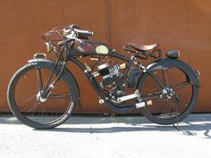 Steampunk Motorized bike ..... I know some purist, anti-car cyclist that would consider it some form of evilness to put a gasoline engine on a bicycle ..... but it has caught my attention. Looking to put a motor kit on a beach cruiser.