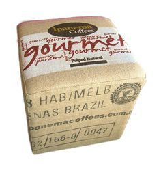 Coffee Brik: Almofadas e Puffs feitos de sacos de Café!
