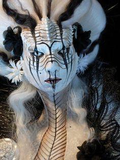 """Reptilian Princess"". Muñeco de Virginie Ropars. #arte #escultura"