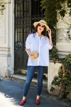 Go To Summer Outfit for chilly days - white button up blouse - red Gucci Jordaan Loafer - Fashionnes Source by evamariatirol day outfit Red Flats Outfit, Loafers Outfit Summer, Loafers For Women Outfit, Red Blouse Outfit, Chambray Shirt Outfits, Adrette Outfits, Stylish Outfits, Fashion Outfits, Casual Work Outfits
