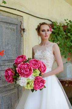 tulle sposa - Gabriella Di Muro Photographer One Shoulder Wedding Dress, Tulle, Wedding Dresses, Fashion, Moda, Bridal Dresses, Alon Livne Wedding Dresses, Fashion Styles, Tutu
