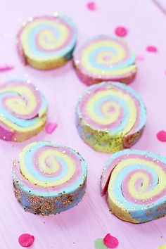 Make DIY Soap with Rainbow Pattern by yourself: Simple Guide! Hobbies For Kids, Hobbies And Crafts, Diy And Crafts, Diy Lush, Meal Prep Plans, At Home Workouts, Happy Birthday, Soap, Rainbow