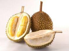 Durian Kötü kokusuyla, dünyanın en çok kokan meyvesi olarak bilinen Durian, 3 kilograma kadar büyüyebiliyor. Meyvenin dış kabuğundaki boynuzu andıran küçük çıkıntılar ilk bakışta dikkat çekiyor. Damak tadınıza göre bu meyvenin hastası olmanız ya da tenezzül etmemeniz mümkün.