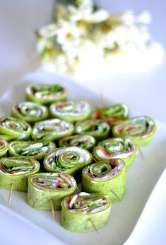 rollsy szpinakowe z twarożkiem, szybkie przekąski na imprezę, przekąski, oliwki w cieście francuskim, warkocze z ciasta francuskiego, cammy, kuchnia, grissini z szynką szwarcwaldzką,grissini Sprouts, Green Beans, Cucumber, Catering, Sushi, Food And Drink, Appetizers, Menu, Dinner