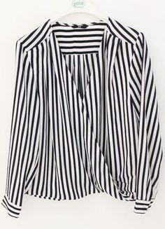 Kaufe meinen Artikel bei #Kleiderkreisel http://www.kleiderkreisel.de/damenmode/blusen/110717836-dunkelblau-weiss-gestreifte-bluse-mit-tiefem-v-ausschnitt