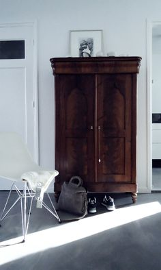 I really love vintage mahogany wardrobes. One ex bought me a lovely one years ago and I use it to this day!....x