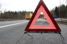 Kittsee - A6: Zwei Tote (31,37) bei Unfall auf der Autobahn - Kleintransporter kracht auf stehenden LKW