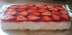 Nejlepší recept na krémový piškotový dort s jahodami připravený za 10 minut bez pečení!