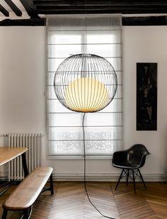 """La Suspension """"Nour"""" de la designer Julie Pfligersdoffer est un luminaire d'acier laqué et de verre soufflé. Signifiant lumière en arabe, Nour est née de l'idée de capturer la lumière dans une cage suspendue."""