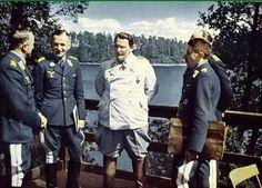 From left to right: Generaloberst Alfred Keller (Chef Luftflotte 1 und Luftwaffenbefehlshaber Mitte), Generaloberst Hans Jeschonnek (Chef des Generalstabes der Luftwaffe), Reichsmarschall Hermann Göring (Oberbefehlshaber der Luftwaffe), Generaloberst Alexander Löhr (Chef Luftflotte 4), and Generalfeldmarschall Albert Kesselring (blocked by Löhr, Chef Luftflotte 2).