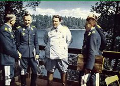 From left to right: Generaloberst Alfred Keller (Chef Luftflotte 1 und Luftwaffenbefehlshaber Mitte), Generaloberst Hans Jeschonnek (Chef des Generalstabes der Luftwaffe), Reichsmarschall Hermann Göring (Oberbefehlshaber der Luftwaffe), Generaloberst Alexander Löhr (Chef Luftflotte 4), and Generalfeldmarschall Albert Kesselring (blocked by Löhr, Chef Luftflotte 2).