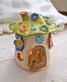 Fairy House tealight holder handbuilt by BlueButterflyCrafts Ceramic Pottery, Pottery Art, Ceramic Art, Objets Antiques, Keramik Design, Clay Art Projects, Cute Clay, Diy Clay, Cute Crafts