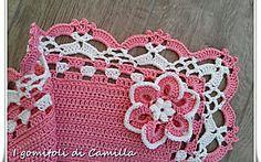 Copertina rosa con bordo di pizzo e fiore: i tutorial di Camilla
