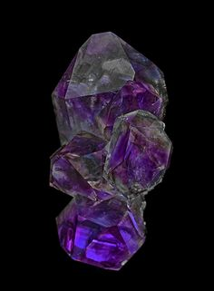 Quartz (var. amethyst) Locality: Jacksons Crossroads, Wilkes County, Georgia, USA Dimensions: 6.2 x 3.0 cm. Thingofinterest: Very nice example of Georgia USA Amethyst. How come I never find ones that look like this?