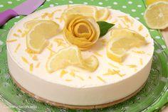 Il Semifreddo al Limone è un fresco e delizioso dolce al limone che non necessita di cottura, è veloce e facilissimo da preparare, sempre pronto da servire!