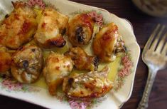 Prepare this delicious chicken recipe in the oven drizzled with a delicious honey, mayonnaise and olive oil mixture! It's the perfect recipe for a family Sunday lunch! Bon appetit!!!
