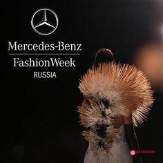 Yulia Barsa  о Mercedes-Benz Fashion Week Russia http://designersfromrussia.ru/mercedes-benz-fashion-week/  Уже 15 лет в Москве проходит Неделя моды Mercedes-Benz Fashion Week, которая еще совсем недавно называлась Russian Fashion Week. Дизайнеров, которые хотят принять участие в MBFW огромное множество, но попадают лишь самые лучшие. Те, кто все же попал на неделю моды, делятся на четыре категории — legendary, celebrity, new и trash, каждая из которых имеет […]